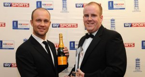 Jonathan Trott congratulates Chris Rogers on his award